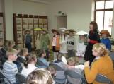 Mokytoja Lijana Šerpytienė pristato knygelę.