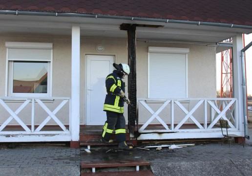 Suįžulėję kontrabandininkai padegė pasieniečių sargybos namelį