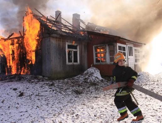 Meškinėje sudegė gyvenamas namas