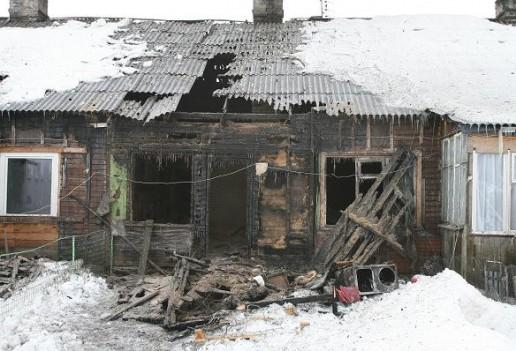 Apdegęs namas