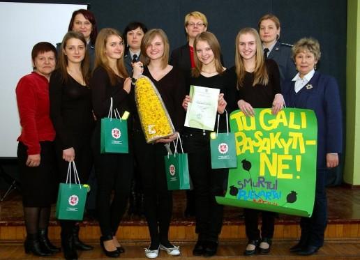 Šilutėje pareigūnai vertino mokinių žinias apie teisę, pareigas, atsakomybę. Nugalėjo Žemaičių Naumiesčio gimnazijos mergaičių penketas.