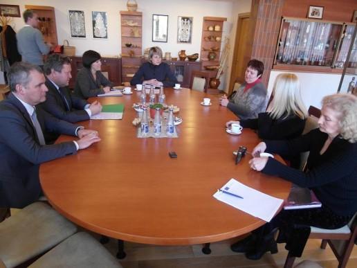 Svečiai ministrui pristatė savo ketinimus Šilutėje surengti respublikinę paveldo mugę ir paprašė ministro būti jos globėju.