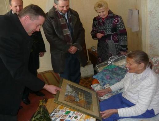 Šimtametė senolė Marcijona Šimkevičienė sulaukė sveikinimų ne tik iš namiškių