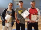"""Lauko teniso turnyro """"Future-2011"""" prizininkai: Ž.Petrošius, T.Balčytis ir Paulius Naruševičius. Nuotrauka Viktoro Bučiaus"""