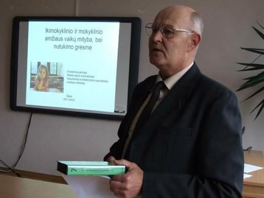 Šilutės rajono Valstybinės maisto ir veterinarijos tarnybos viršininkas Edmundas Ciparis pristatė konferencijos tikslus ir žadamus aptarti klausimus.