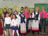 Žiūrovėms ir žiūrovams buvo pristatyti net 19 skirtingų šokių ir dainų kolektyvų.