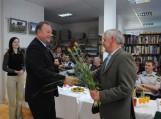 Jubiliatą sveikina Pagėgių savivaldybės meras Virginijus Komskis.