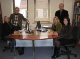 """Pilotinio projekto """"Bibliotekų interneto svetainių pritaikymas neįgaliesiems ir mobiliesiems telefonams"""" laimėtojai – Informacijos skyriaus specialistai."""