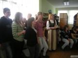 """Gardamo filiale rinkosi Gardamo pagrindinės mokyklos mokiniai. Čia vyko popietė """"Pažinkime savo gimtąjį kraštą – Mažąją Lietuvą""""."""