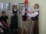 Klasės buvo pasiskirsčiusios gentimis. Kiekviena gentis turėjo atsakyti į jiems pateiktus klausimus, pristatyti po vieną Mažosios Lietuvos iškilų žmogų, patiekalą ir dainą.