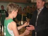 """Turnyro """"Šilute500"""" akimirkos, šilutiškiui apdovanojimą teikia Aivaras Lileikis"""