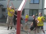 Moksleiviai iš Vilkyčių jėgas išbandė draugiškose krepšinio varžybose.