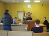 Moksleiviams buvo pasiūlyta interpretuoti teismo posėdį.