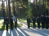 Majoras Marius Mulskis su naujuoju Vileikių užkardos kolektyvu(antras iš kairės su gėlėmis rankose).