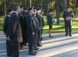 Vileikių užkardos vadas Vytautas Didžiūnaitis atsisveikindamas suvenyrą įteikė Šilutės seniūnijos seniūnui Raimondui Steponkui.