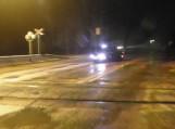 Automobiliui susidūrus su traukiniu sužalotas keleivis
