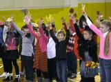 Susirinkimo pradžioje visus jo dalyvius trumpa programėle pasveikino mokyklos saviveiklininkai