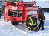Nuo šalčio strigo ugniagesių įranga