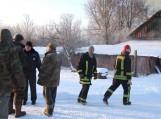 Vienu tarpu, apie dešimt minučių, ugniagesiams teko bejėgiškai stebėti liepsnų sparčiai ryjamą namą