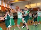 """Varžosi Šilutės SM I""""(balti) ir """"Šilutės SM II""""(žali) komandos. Nuotraukos Šilutės sporto mokyklos"""