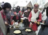 Antradienį iš Rusnės kiemų išvaryta žiema - miestelyje siautėjo užgavėnių šventė. Nuotraukos Edvardo Lukošiaus