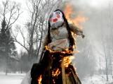 Antradienį iš Rusnės kiemų išvaryta žiema - miestelyje siautėjo užgavėnių šventė