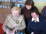 Dalia Milukaitė-Buragienė rašo autografus