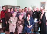 Svečiai su Moterų seklyčios bei Bočių klubų atstovėmis. Nuotraukos F. Bajoraičio viešosios bibliotekos