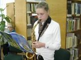 Šilutės Pamario pagrindinės mokyklos mokinė Justė Pleikytė atliko keletą kūrinių saksofonu