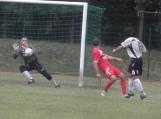 """FK """"Šilutė"""" (balta apranga) praėjusį šeštadienį pergale pradėjo LFF I lygos 2-ąjį ratą. Namuose įtikinamu rezultatu – 4:1 (1:0) nugalėjo Kuršėnų """"Ventą"""". Nuotraukos Edvardo Lukošiaus"""