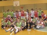 """Šilutės MFK """"Blizgės"""" (žalia apranga)  kalėdiniame turnyre iškovojo III vietą. Nuotraukos Edvardo Lukošiaus"""