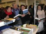 Šilutiškiai bibliotekininkai žodynų stende