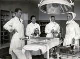 Ligoninės operacinė E.Šojus su med. seserimis XXa. pradžia. Nuotraukos iš Šilutės muziejaus archyvų