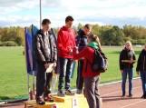E.Dulkį apdovanoja olimpietė I. Jakubaitytė. Nuotraukos Alvydo Šilausko