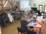 """Ppirmoji bibliotekininkų grupė mokosi pagal projektą """"Elektroninių paslaugų vadybininkai – kompetentingi bibliotekininkai""""."""
