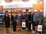 Šilutiškiai Smirnovo bibliotekoje su lietuvių E. Budriu (trečias iš dešinės)