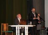 Jungtinės integruotos pamokos dalyvius sveikina rajono savivaldybės Administracijos direktoriaus pavaduotojas Alvidas Šimelionis