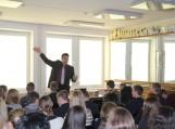 Filosofiškai su gimnazistais sekcijoje bendrauja Filosofijos fakulteto dekanas  prof. dr. Arūnas Poviliūnas