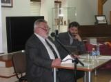 Karingai nusiteikęs žinių turnyro vedėjas prof. Alfredas Bumblauskas (pirmas iš kairės)
