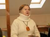 """Švėkšnoje lankėsi Priekulės mokytoja, kraštotyrininkė, 2013 metų Jono Marcinkevičiaus literatūrinės premijos laureatė, knygų """"Vyžeikių karalienė"""" (apie Ievą Simonaitytę), """"Žodi, nekrisk ant akmens"""" (apie Martyną Mažvydą), """"Amžinasis keleivis Abraomas iš Kulvos"""" (apie Abraomą Kulvietį), """"Karūna žalčių karaliui"""" (istorinių pasakojimų knyga apie Lietuvą nuo seniausių laikų iki žemaičių krikšto 1413 metais) Edita Barauskienė. Nuotraukos Violetos Astrauskienės"""