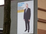"""Rinkimus laimėjusio kandidato Vytauto Laurinaičio plakatai Šilutėje tebekabo ir šiandien. Matyt """"tikras meras"""" savo pergale nebuvo užtikrintas. Nuotraukos Gintaro Radzevičiaus"""
