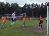"""FK """"Šilutė"""" ekipos """"bombardirius"""" Maksim Lukaševič kamuolį į kelmiškio saugomus vartus pasiuntė galva. Nuotraukos Edvardo Lukošiaus"""