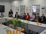 """Knygą """"Pasmuokavuok, kāp skanē: Šilalės krašto kulinarinis paveldas"""" pristato Šilalės rajono savivaldybės viešosios bibliotekos direktorė Astutė Noreikienė."""