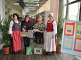 Pagėgių ir Šilalės bibliotekų direktorės (antroji iš dešinės) Elena Stankevičienė ir Astutė Noreikienė (trečioji iš dešinės) bei Šilalės bibliotekininkės. Nuotraukos Astos Andrulienės