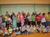 Draugiškose priešmokyklinukų futbolo varžybėlėse dalyvavo tėveliai ir mamytės. Nuotraukos Edvardo Lukošiaus