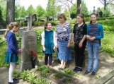 """Senosiose Žemaičių Naumiesčio kapinėse aplankė kunigo, laikraščio ,,Svečias"""" leidėjo Fridriko Megniaus kapą."""