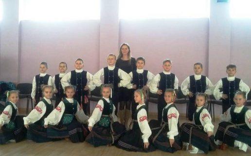 """Šilutės Žibų pradinės mokyklos tautinių šokių kolektyvas """"Žiburėlis"""".  Nuotrauka Šilutės Žibų pradinės mokyklos"""