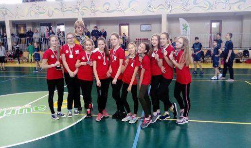 Žemaičių Naumiesčio gimnazijos mergaičių kvadrato komanda. Nuotrauka Laimono Žvirblio
