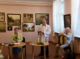 Kunigas Stasys Puidokas pašventino Laimos Žvirblytės Jankauskienės knygą, palinkėdamas visiems puikaus skaitymo.