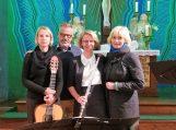 Katja Vonhausen (gitaristė), Uwe Meyer, ilgametis Neringos – Fehmarno draugystės komiteto pirmininkas, Kathrin Kark (fleitininkė) ir svečio žmona Raimonda Meyer-Ravaitytė. Nuotraukos Birutės Morkevičienės